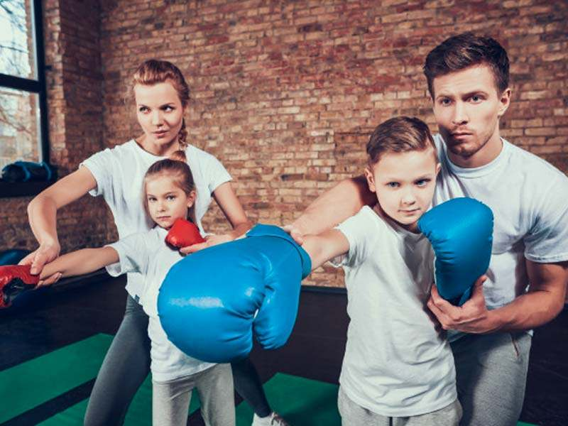Carpentersville family training in martial arts classes